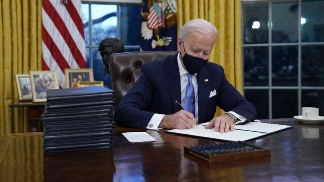 Presiden Amerika Serikat Joe Biden melakukan pembicaraan dengan Raja Arab Saudi Salman bin Abdulaziz Al Saud.