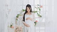 <p>Untuk menikmati momen kehamilan tersebut, Ana kerap membagikan potret baby bump-nya di akun Instagram pribadi, lho.(Foto: Instagram @anariana27)</p>