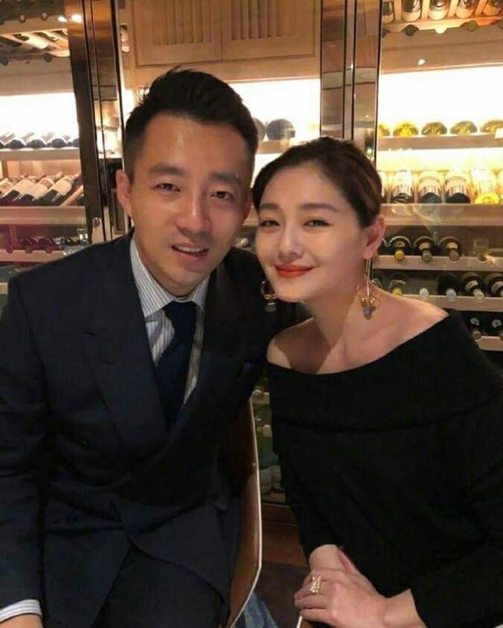 Barbie Hsu sendiri sudah menikah dengan seorang taipan asal China, Wang Xiaofei.