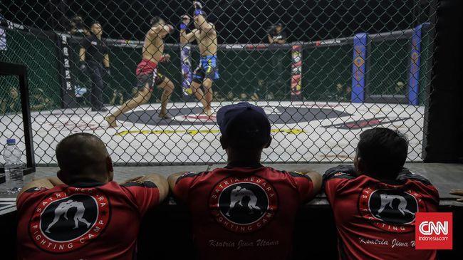 Baik di luar maupun dalam negeri, ajang MMA harus berakrobat agar roda pertarungan terus bergerak dan dapur para petarung tetap ngebul di masa pandemi.