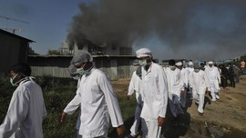 FOTO: Kebakaran Pabrik Vaksin Covid-19 Terbesar di Dunia