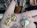Makna Mamuli, Perhiasan Sumba yang Menyerupai Vagina-Rahim