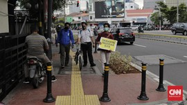 Anies Benahi Trotoar Kebayoran Baru, Target Rampung Desember