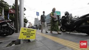 FOTO : Kritik Perampasan Trotoar di Hari Pejalan Kaki