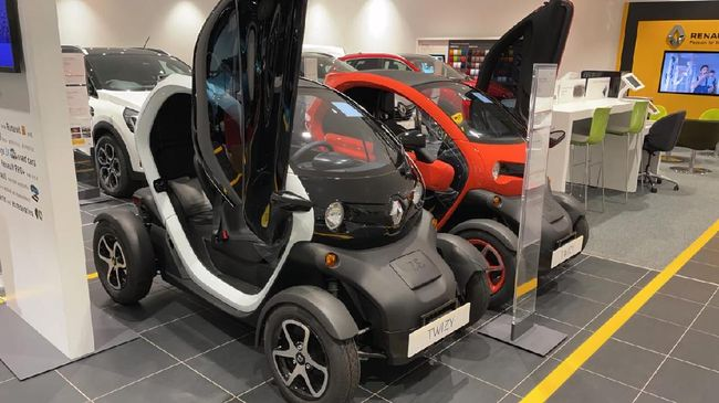 Renault Twizy telah dijual di Indonesia seharga Rp408 juta, namun terdapat diskon hingga harganya menjadi Rp390 juta.