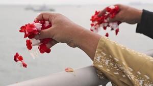 FOTO: Tabur Bunga di Lokasi Jatuhnya Sriwijaya Air SJ 182