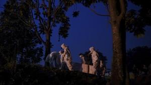 FOTO : Hampir Habis Liang Lahat di TPU Srengseng Sawah