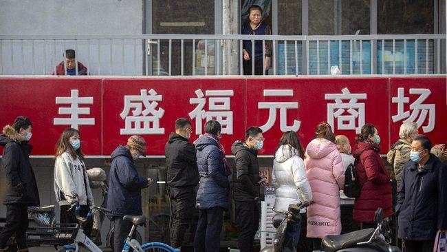 China mengunci total atau lockdown sebuah kawasan di kota Guangzhou setelah terjadi lonjakan kasus virus corona.