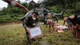 TNI AU Dukung Distribusi Donasi CT Arsa-Transmedia di Sulbar
