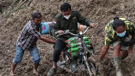 CT Arsa Terobos Medan Sulit di Sulbar untuk Salurkan Bantuan