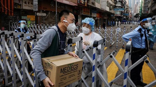 Hong Kong menerapkan lockdown untuk menahan penyebaran klaster baru Covid-19. Ini lockdown pertama Hong Kong sejak pandemi melanda.