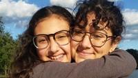 """<p>""""<em>These girls are my gifts and I will treasure them forever,</em>"""" tulis Patsy dalam keterangan foto ini. Dua gadis tersebut merupakan anak dari Gregory Holliday. (Foto: Instagram @pwidakuswara)</p>"""