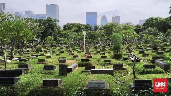 Keluarga atau ahli waris setidaknya harus mendatangi tiga instansi saat mengajukan izin perpanjangan sewa makam di TPU.