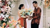 <p>Pesinetron Ali Syakieb baru saja melangsungkan pertunangannya dengan Margin Wieheerm pada Sabtu, (23/1/2021) kemarin, Bunda.(Foto: Instagram)</p>