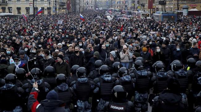 Demonstrasi menuntut pembebasan pemimpin Pemimpin Oposisi Alexei Navalny berlangsung ricuh. Sekitar 3.400 pendemo ditangkap.