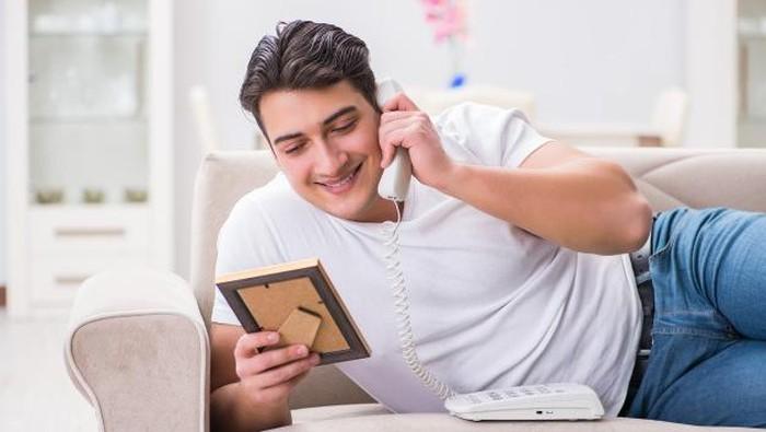 Phone Sex Saat LDR dengan Suami? Ini Dia Caranya!