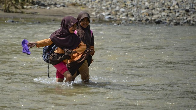 FOTO: Perjuangan Sekolah Anak Pedalaman Aceh
