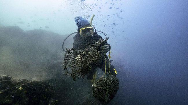 Sampah plastik dalam jumlah sangat besar tidak hanya ditemukan di darat tapi juga ditemukan di Samudera Pasifik.