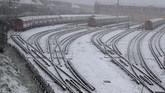 London tengah mengalami hujan salju langka memasuki pekan terakhir di bulan Januari, saat pemerintah masih memberlakukan lockdown akibat virus corona.