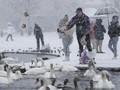 FOTO: London Diselimuti Hujan Salju Langka di Tengah Pandemi