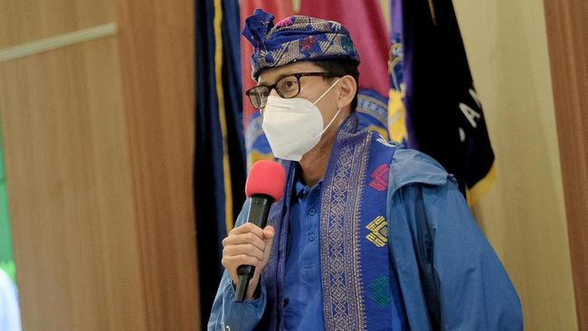 Menteri Pariwisata dan Ekonomi Kreatif Sandiaga Uno mengatakan tidak ada istilah tanggal merah atau hari libur di kementeriannya.
