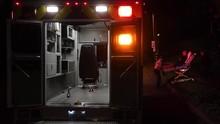 FOTO: Peluh Petugas Ambulans AS saat Lonjakan Kasus Covid-19
