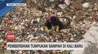 VIDEO: Pembersihan Tumpukan Sampah di Kali Baru