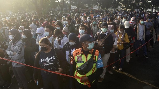 FOTO: Indonesia Tembus 1 Juta Kasus Covid-19