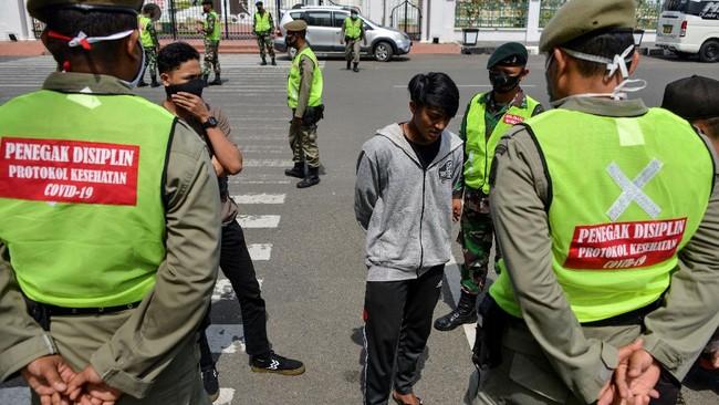 Kasus positif covid-19 di Indonesia hari ini, Selasa (26/1) tembus 1 juta atau 1.012.350. Saat ini tembahan harian kasus rata-rata masih di atas 10 ribu.