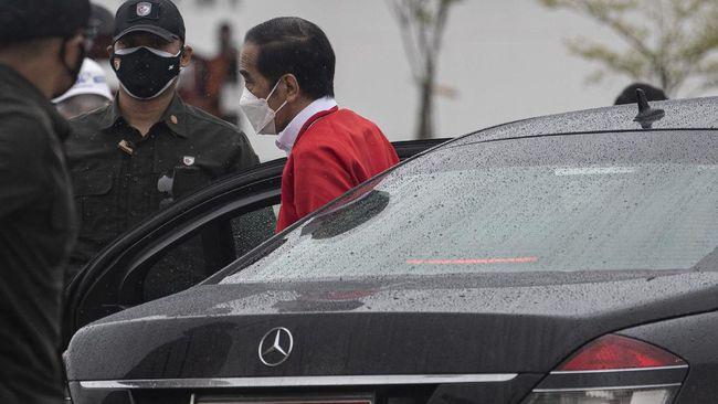 Kunjungan kerja Jokowi ke NTT memecah respons publik, ada yang mengkritik aksi presiden yang dianggap memicu kerumunan, ada pula yang menyebut itu spontan.