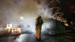 FOTO: Demo Membara Tolak Jam Malam di Belanda