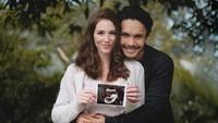 <p>Kehamilan Chelsey ini sebelumnya dikabarkan oleh Rendy melalui Instagram pribadinya pada Oktober 2020 lalu. (Foto: Instagram @randpunk)</p>