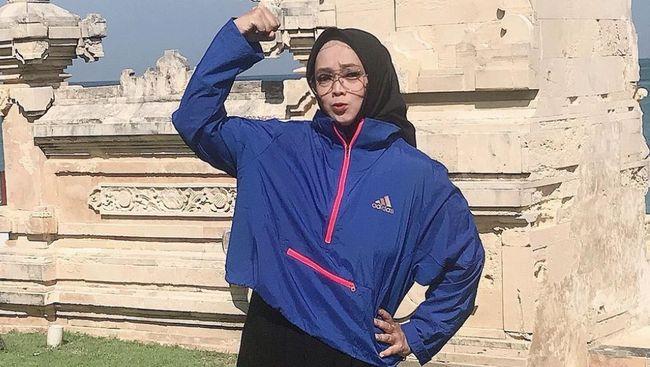 Presenter Rina Gunawan berhasil menurunkan berat badannya hingga 30 kilogram. Apa saja tips diet ala Rina Gunawan?