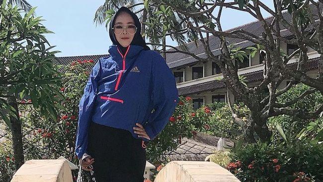 Jagat maya berduka melepas Rina Gunawan yang meninggal dunia pada Selasa (2/3), sampai-sampai nama sang selebritas menjadi topik tren di Twitter.