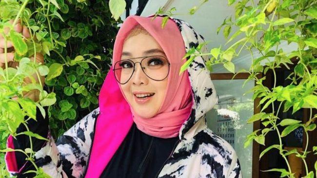 Selebritas Rina Gunawan meninggal dunia pada Selasa (2/3).