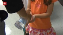 VIDEO: Hand Sanitizer Buat Mata Anak-anak Jadi Iritasi