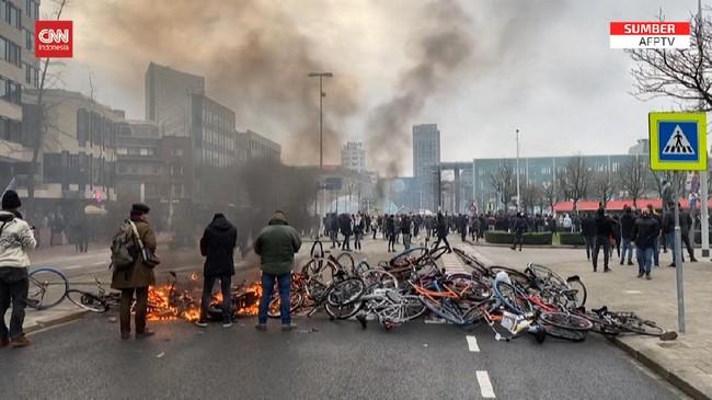 VIDEO: Kerusuhan 3 Hari Berturut Tolak Jam Malam di Belanda