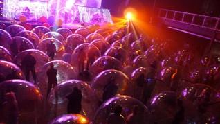 FOTO: Konser di Dalam Balon, Siasat Flaming Lips kala Pandemi