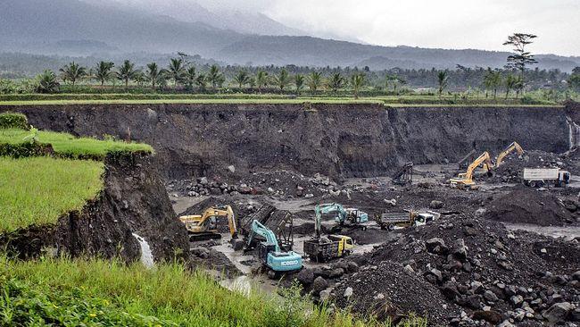 Kementerian ATR/BPN memperkirakan UU Cipta Kerja memperparah alih fungsi lahan sawah. Itu terjadi karena peningkatan investasi meningkatkan kebutuhan lahan.