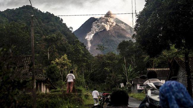 Gunung Merapi kembali mengeluarkan awan panas guguran pada Jumat (23/4) sekitar pukul 11.20 WIB.