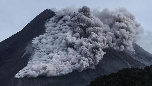 Hujan abu dampak erupsi Gunung Merapi mengarah ke wilayah Klaten, Jawa Tengah.