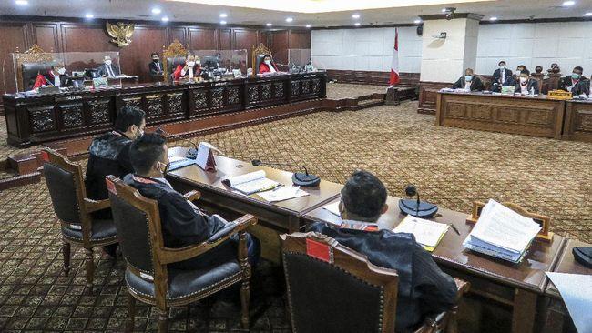MK mengabulkan gugatan calon kepala daerah di empat kabupaten, dan memerintahkan Pemungutan Suara Ulang (PSU) di sejumlah TPS di empat kabupaten tersebut.