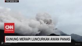 VIDEO: Gunung Merapi Luncurkan Awan Panas