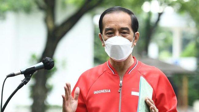 Jokowi menargetkan satu vaksinator bisa melayani vaksinasi untuk 30 orang per hari. Sejauh ini ada 30 ribu orang vaksinator.