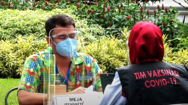 Pengadilan Negeri Depok menunda sidang perdana kasus pelanggaran protokol kesehatan yang melibatkan Raffi Ahmad hingga pekan depan.