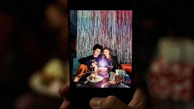 Samsung resmi meluncurkan berbagai opsi layar lipat OLED baru yang akan tersedia pada smartphone baru Smasung di masa mendatang.