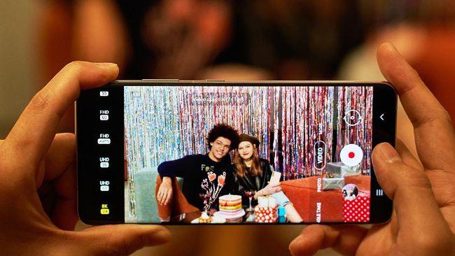 Berkat kecanggihan fitur kamera pada gawai, pengguna dapat membagikan foto secara gratis usai mengabadikan momen berharga.