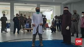 Pasangan Gay di Aceh Dihukum Cambuk 77 Kali oleh 3 Algojo