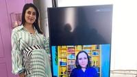 <p>Kehamilannya tersebut pertama kali diumumkan pada Agustus 2020 lalu. (Foto: Instagram @kareenakapoorkhan)</p>