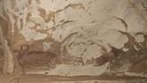 Tim arkeolog mengumumkan lukisan gua tertua dunia berusia 45500 tahun dengan gambar lukisan babi hutan di gua Leang Tedongnge Sulawesi, Indonesia.